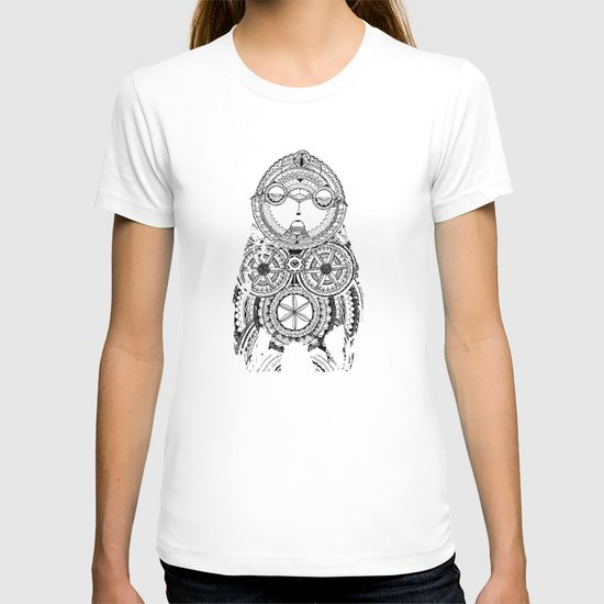 A wise old owl sat on an oak T-shirt