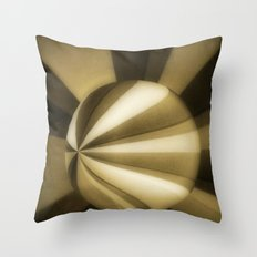 Sol Adentro, obscuro Throw Pillow
