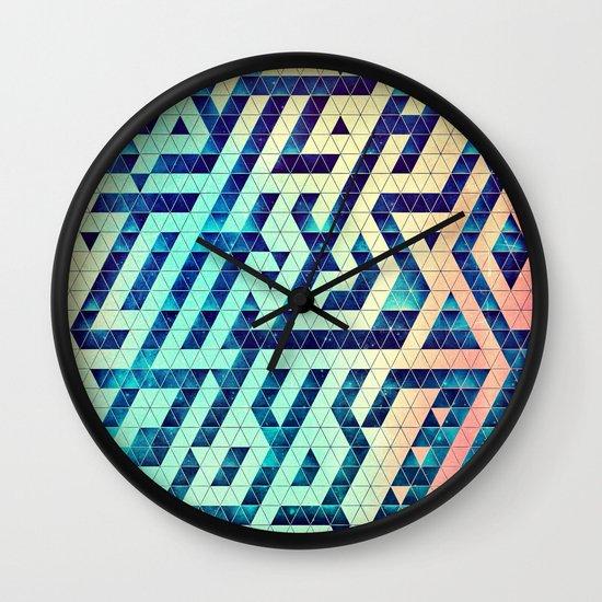 hyttys bytch 'n thys plyyz Wall Clock