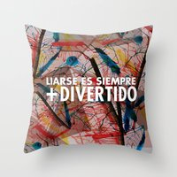 Liándonos Throw Pillow