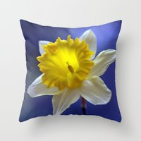Daffodil in blue 9854 Throw Pillow