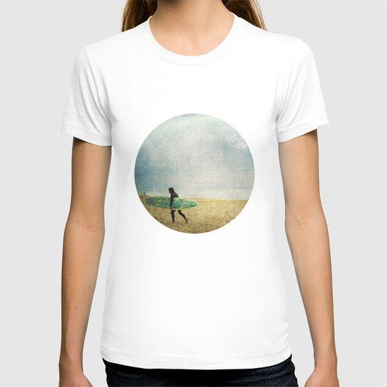 settling on betrayal T-shirt