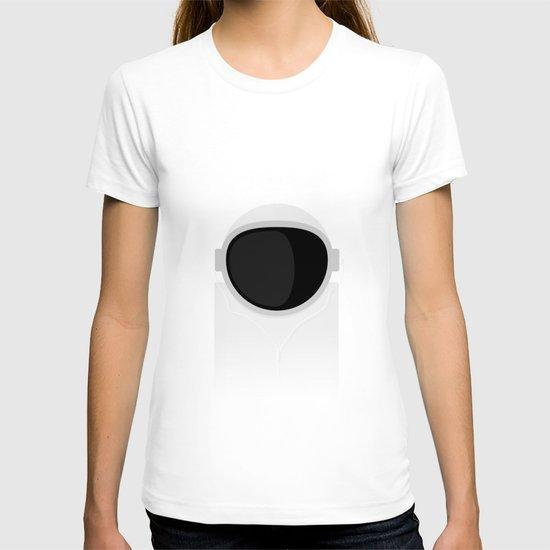 Astronaut is listening music T-shirt