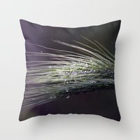 gocce di rugiada Throw Pillow