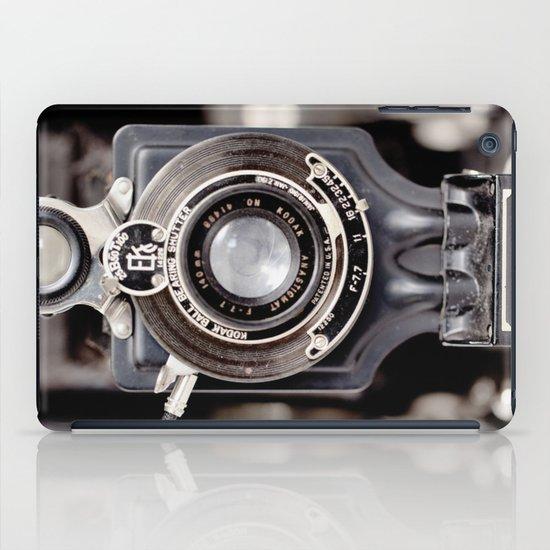 67-6 VINTAGE CAMERA COLLECTION  iPad Case