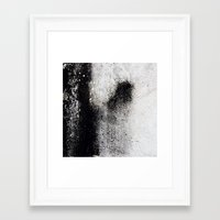 Negro Sobre Blanco Framed Art Print