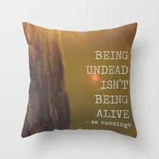 ee cummings - sunset. Throw Pillow