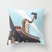 Le train Throw Pillow