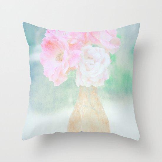 de belles fleurs Throw Pillow