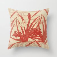 Lirios Throw Pillow