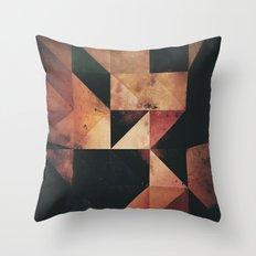 Yn Th'dyrk Throw Pillow