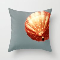 Strawberry hot air baloon Throw Pillow