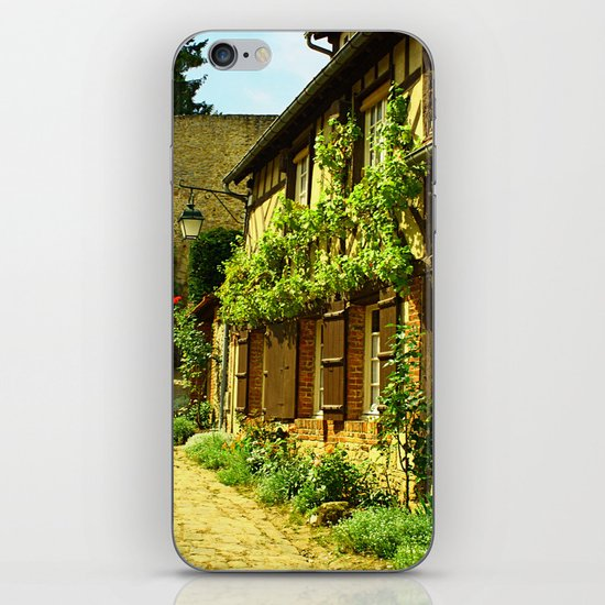 La Petit Ruelle iPhone & iPod Skin