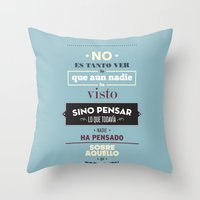 No Es Tanto Ver Throw Pillow