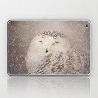 Snowy Owl in the snow Laptop & iPad Skin