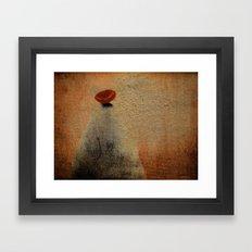 Señora con Sombrero y Abrigo Framed Art Print