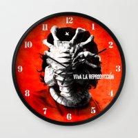 CHE-HUGGER Wall Clock