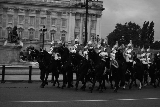 The Guards and Buckingham Palace b&w Art Print