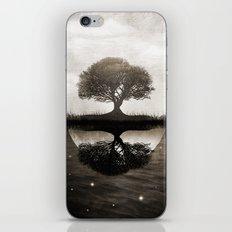 The lone Night reflex iPhone & iPod Skin