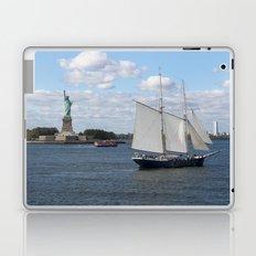 Lady Liberty at the harbor Laptop & iPad Skin