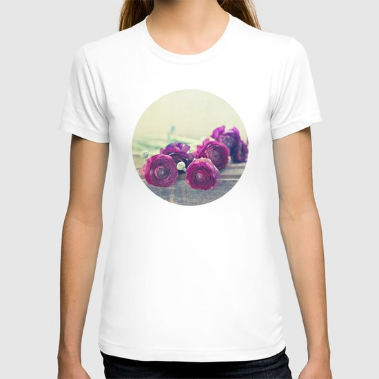 Like Royalty (Purple Ranunculus)  T-shirt