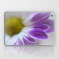 Daisy Leaf Macro Laptop & iPad Skin