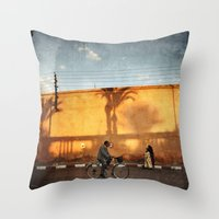 vélocipède sunset Throw Pillow