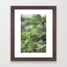 Quelque-chose de vert Framed Art Print