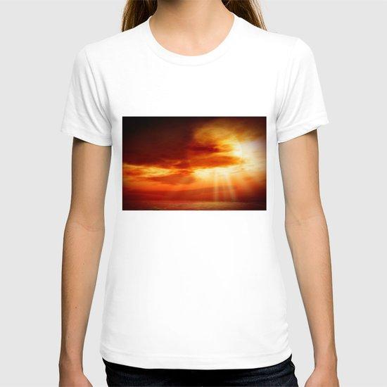 sunrise in the sea T-shirt
