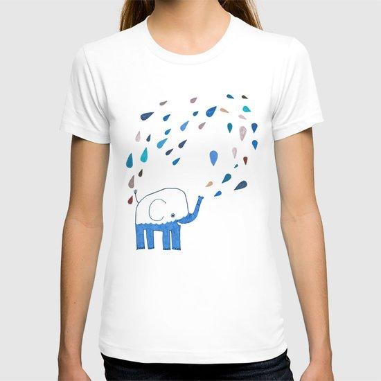 how an elephant showers T-shirt