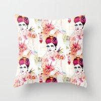 La Queen De Dimanche / The Queen of Sunday Throw Pillow