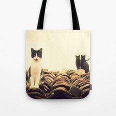 gatos en el tejado Tote Bag