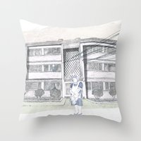 Cada casa necesita una Maria Throw Pillow