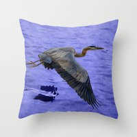 Great blue heron in fly Throw Pillow