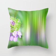 VERDE - Abstract green flower Throw Pillow