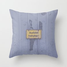 Ausfahrt Throw Pillow