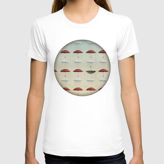 embracing the rain pattern T-shirt