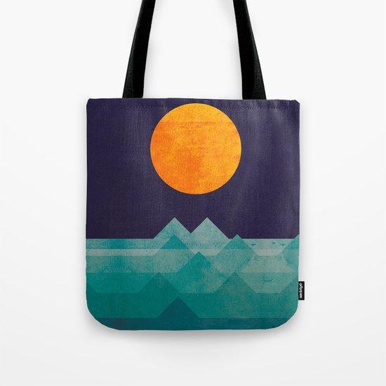 The ocean, the sea, the wave - night scene Tote Bag