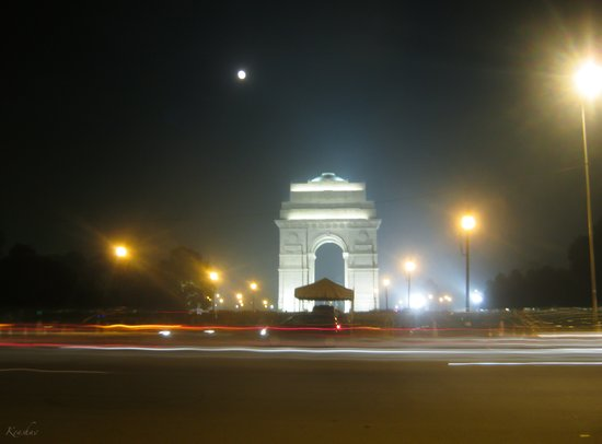 Rush Hour - India Gate Canvas Print