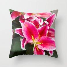 Lys #2 Throw Pillow