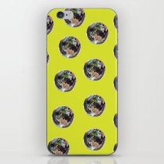 La Lune Est Libre iPhone & iPod Skin