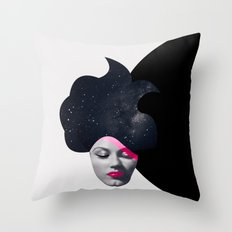 Souffle de Cheveux Throw Pillow