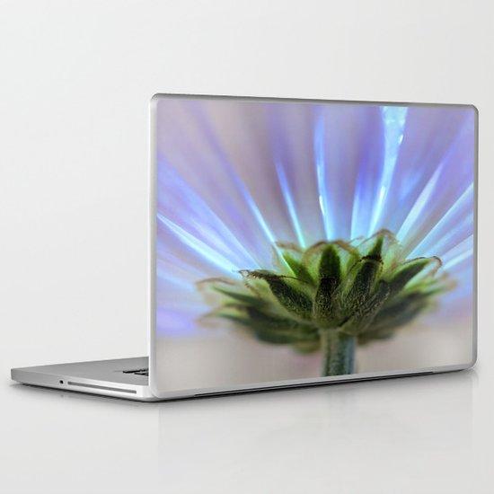 Daisy petals macro Laptop & iPad Skin