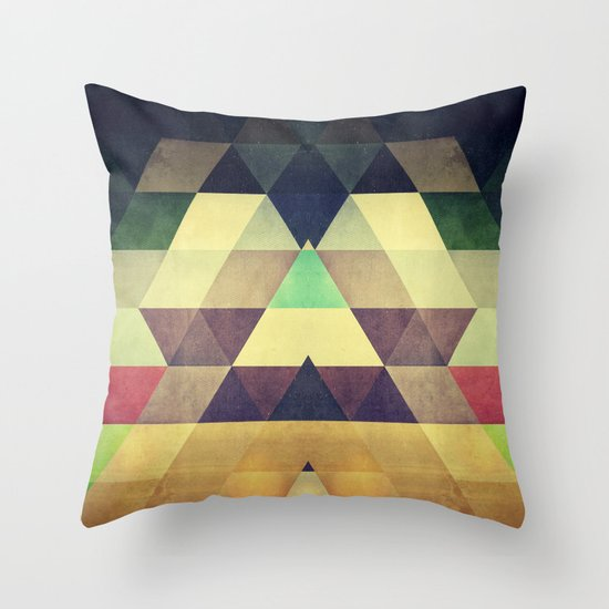 kynxypt kyllyr Throw Pillow