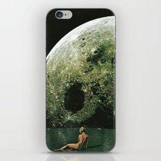 Quel giorno che arrivò la luna al lago mi stavo facendo il bidet iPhone & iPod Skin