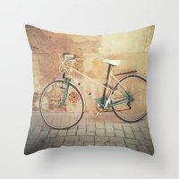 La Bicicleta Throw Pillow