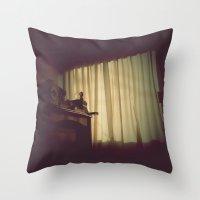 日ではなく、自宅で [At Home] Throw Pillow