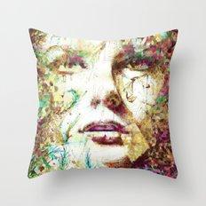 Mirada Persa Throw Pillow