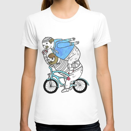 On how bicycle riders utilize team work in certain situations. T-shirt