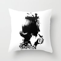 WOMAN SOLDIER Throw Pillow